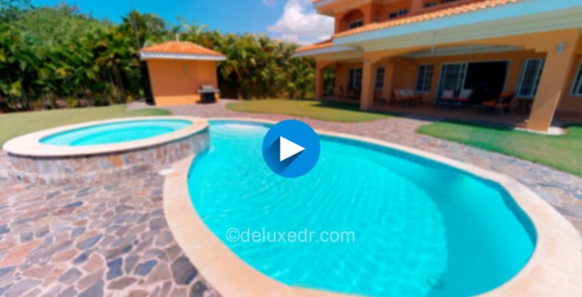 Spacious villa Located in the exclusive Guavabery Golf Club